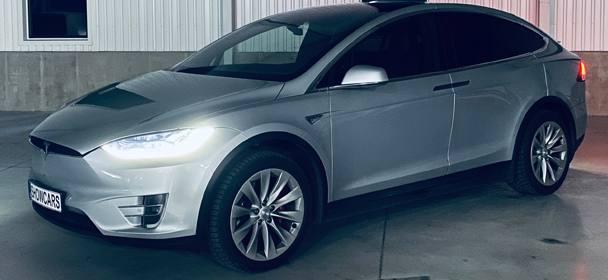 NightRUN Tesla Model X